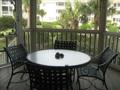 Screen porch - great place to eat your meals or enjoy family time