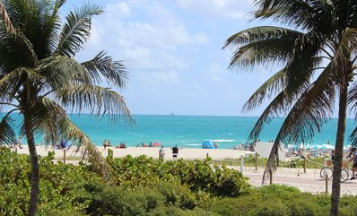 *Newly Renovated*Luxury Beachfront/Ocean Views/Great Pool/Walk to Attractions