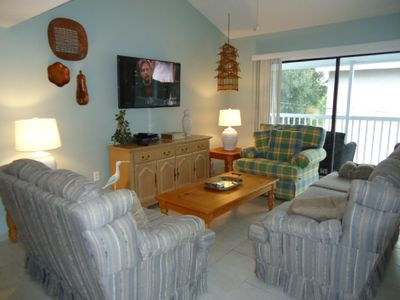 Spacious Living Area with HD Flat Screen  TV, DVD, Cable and Wi-Fi