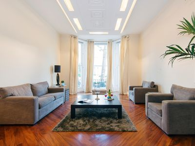 Photo for Spacious Holland Park apartment in Kensington & Chelsea with WiFi, integrated air conditioning, pri…