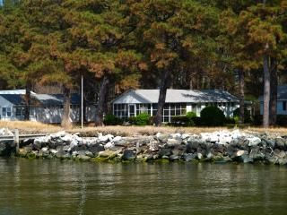 Photo for Vintage Waterfront Cottage with Fishing Pier on the Chesapeake Bay.