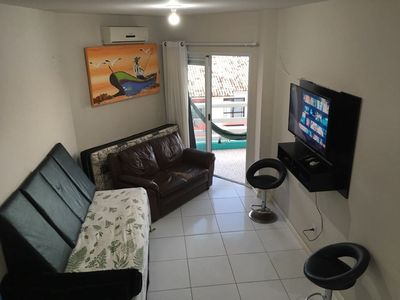 Sala equipada com smart tv 42'', net, wifi, ps3, ar condicionado 12.000 btus