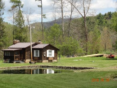 PRIVATE LOG CABIN,  near Damascus, Pet Friendly, Creek behind,  8 ponds in front