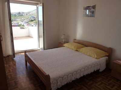 Photo for Two bedroom apartment with terrace and sea view Metajna, Pag (A-525-e)