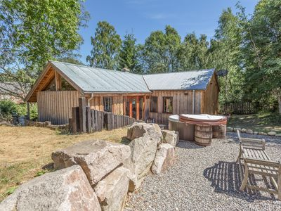Photo for SUIDHE COTTAGE, pet friendly, with hot tub in Kincraig, Ref 17310