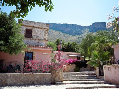 Photo for Cozy apartment with air conditioning only 600 m from the sea
