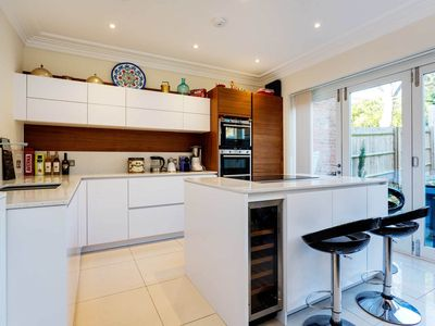 Photo for 3 bedroom house in North London. Beautiful modern furnishings and garden (Veeve)