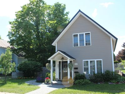 Photo for Walking distance to shopping, dining, and brew pubs.  Nearby NMU and hospital