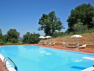 Photo for Apartment overlooking the Sienese hills, swimming pool and free wi-fi
