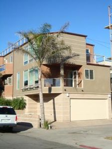3 bedrm 3 bath 3 car parking beautiful 3 story with 4th floor roof top deck