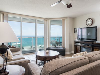 Photo for Beautifully furnished 3-bedroomed condo oozes upmarket charm. | Malibu Pointe - 1201