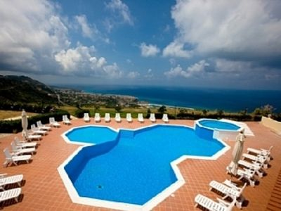 Photo for Relaxing holiday apartment with Pool and Jacuzzi - amazing views