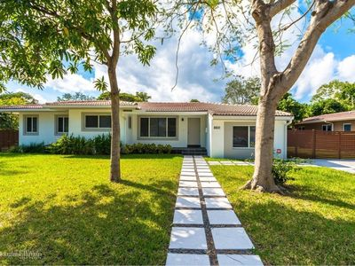 Photo for Gorgeous Contemporary Home Close To Downtown Miami!