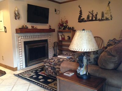 Cozy Condo Downtown!! Walk to Town!! Indoor Pool! Jetted Tub!! 15% off 7+ nts!