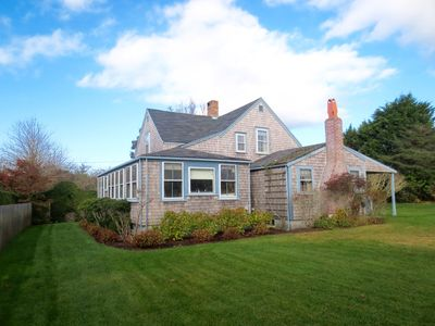 Bright cheery year-around house and cottage with quiet, private garden