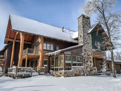 Astonishing 4 Bedroom Ski in/ Ski Out home with a bubbling outdoor hot tub!