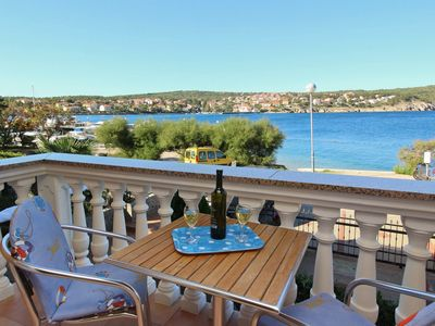 Photo for Holiday apartment with air conditioning and sea views just 10 from the sea