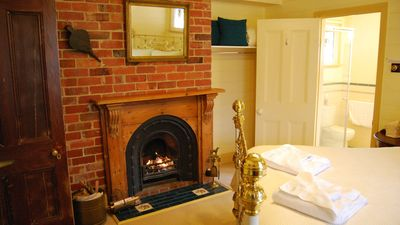 No1 Queen room with ensuite + spa & fireplace
