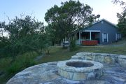 Recently Renovated, Secluded Spot for a romantic rendezvous! Hot Tub, Fire pit