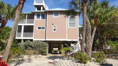 Photo for FANTASTIC 3 BEDROOM, 2 BATH HOME A BLOCK TO THE BEACH!