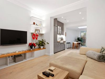 Photo for Charming 2 Bedroom Flat With Garden in Finsbury Park