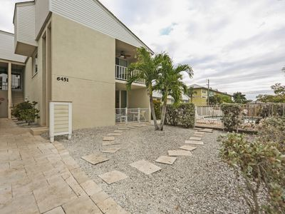 Photo for Sarasota Vacation Rental, 2 Bedroom, 2 Bathroom Condo. Walk to the beach
