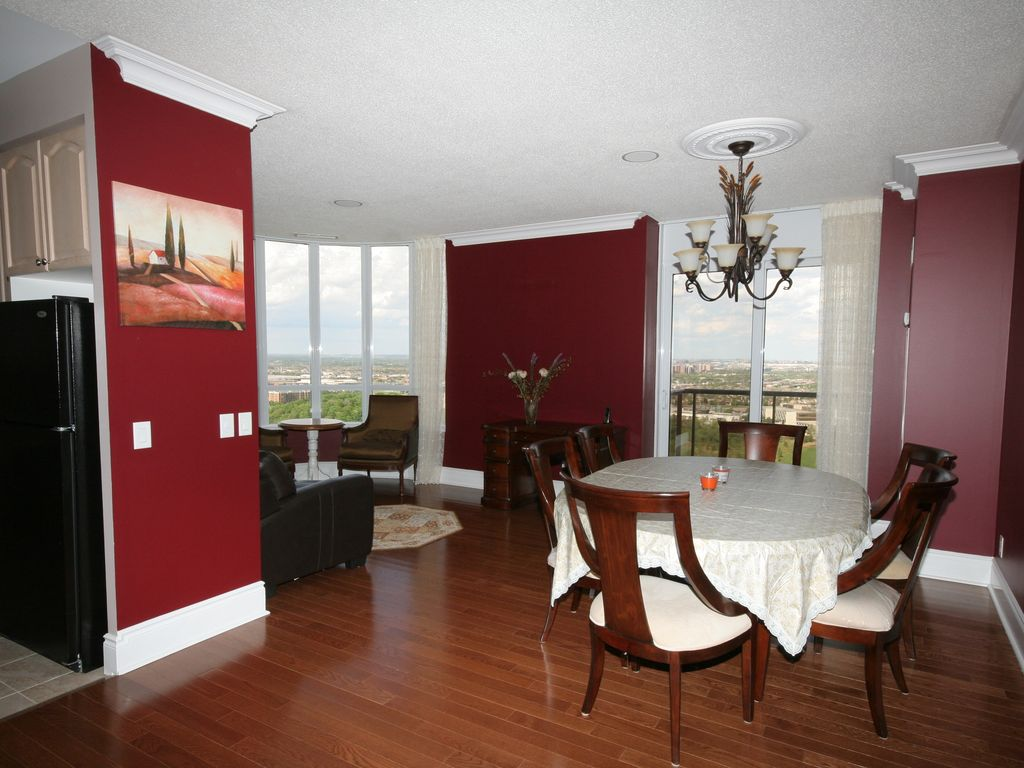Toronto Airport Penthouse, Luxurious and Warm. Bright and spacious 1800 sq.ft.