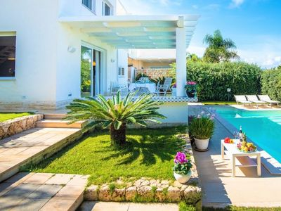 Photo for 3 bedroom Villa, sleeps 5 with Pool and Walk to Beach & Shops