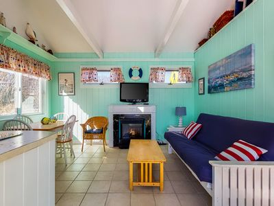 Photo for Spacious and beautiful cottage, steps away from private beach!