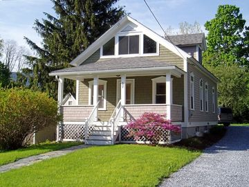 Charming Downtown Williamstown Cottage - 5 Min Walk to Campus