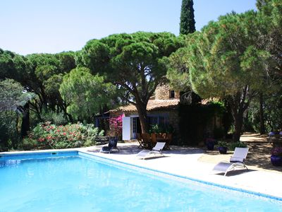 Charming mill in a pine wood with a large pool. It is located in Ramatuelle.