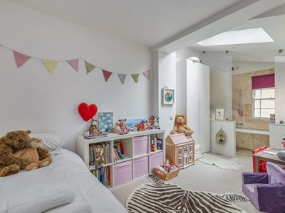 Stylish Family home near Camden