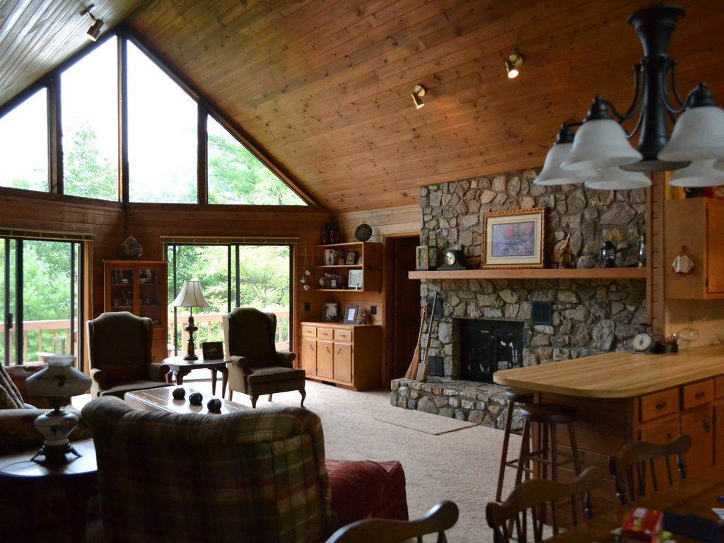 Spacious And Comfortable Mountain Vacation HomeAway