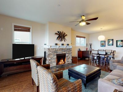 Photo for Downtown lakefront condo w/ lanai & shared pool, hot tub & marina!