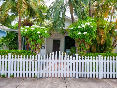 CONNIE'S COTTAGE - Old-world charm and elegant tropical living