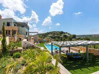 Photo for Impeccable stone-built villa, tastefully decorated, large garden, 50 m2 pool!