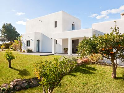 Photo for Luxurious villa, 3 bedrooms all with en-suite, superbly located, sleeps 8-10