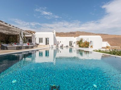 Photo for Magnificent Villa del Mare, 8 bedrooms, 6 bathrooms, private pool, it can accommodate up to 16 peopl