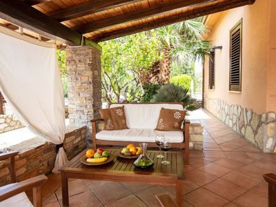 Photo for Just 4km from the sea, cozy villa with private pool in Castellammare!