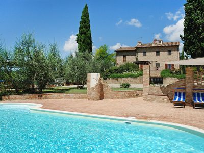 Photo for Stunning private villa with WIFI, private pool, TV, washing machine, parking, close to San Gimignano