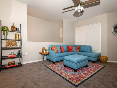 Newly furnished 2 bd/2 bath ready for you to enjoy, just 10 mins from Strip!