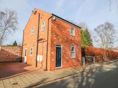 Photo for CANAL VIEW COTTAGE, family friendly in Chester, Ref 995045