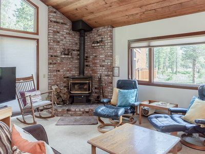 Photo for Cozy townhome near Eagle Express with mountain view, wood-burning stove and resort amenities