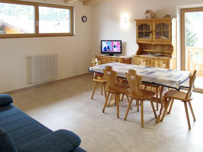 Photo for Cosy apartment for 8 guests with WIFI, TV, balcony, pets allowed and parking