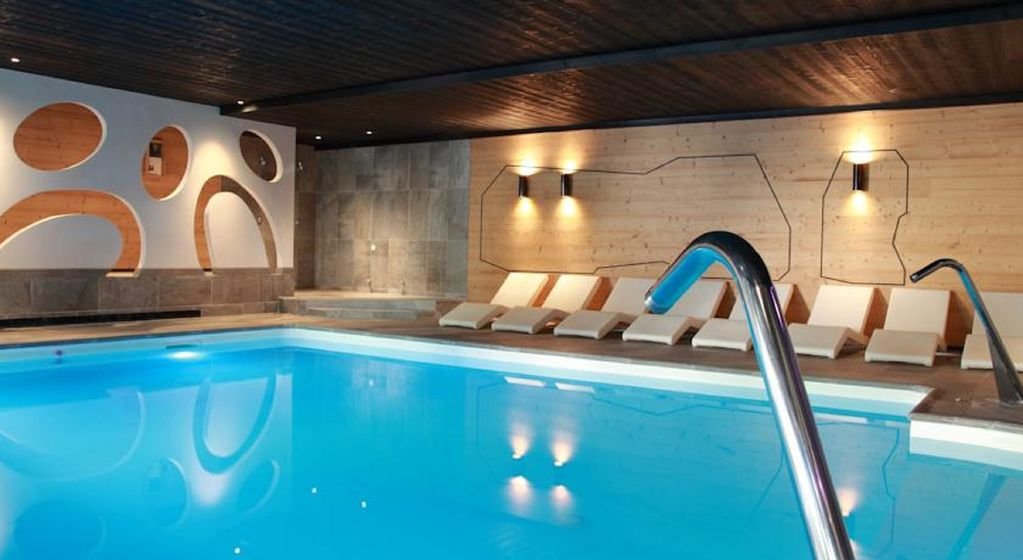 Luxe 2 6pers piscine chauffee lac ski commerces for Piscine gerardmer