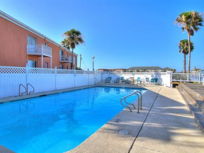 Photo for Dog friendly condo w/shared pools & great location near Schlitterbahn.