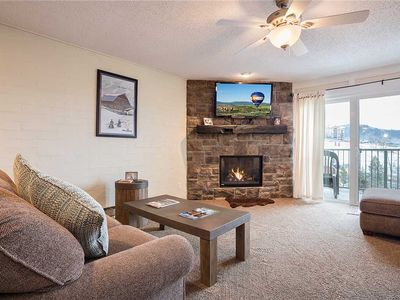 ST415 by Mountain Resorts: Elevated views + lovely interiors + Outdoor Hot tubs!
