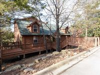 Cabin and woods atmosphere with resort amenities!