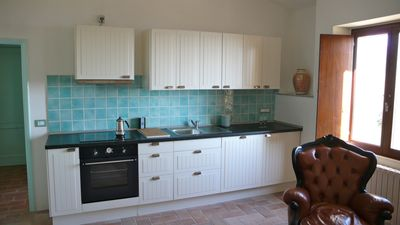 the spacious and bright kitchen with induction hob, dishwasher, refrigerator
