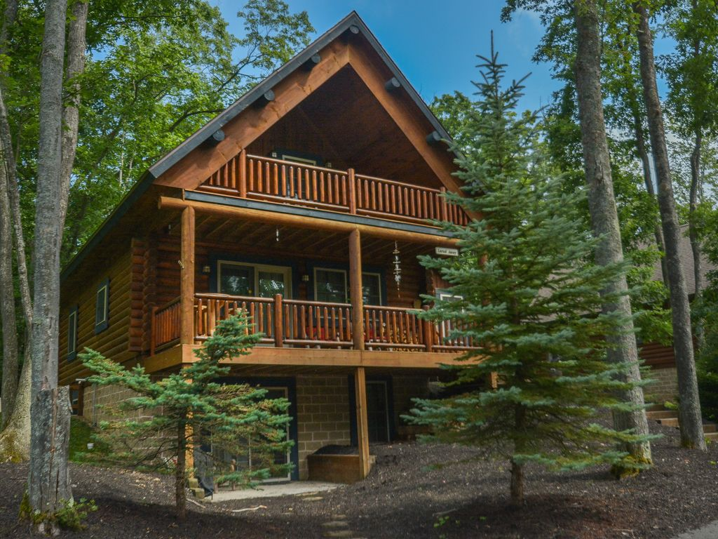 Log cabin with hot tub close to activities western for Log cabin with hot tub one night stay